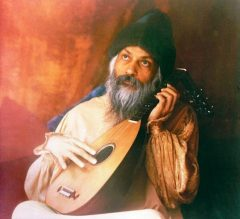 Osho-playing-lute-562x513